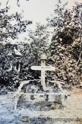 The sad end of a young life: Grave with steel helmet on top - a widely used gave decoration
